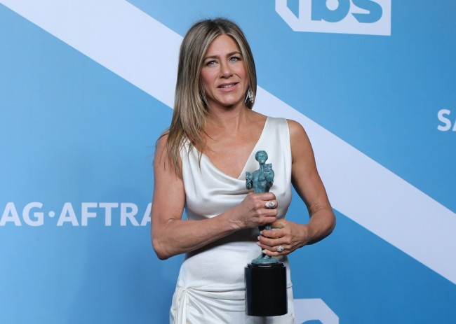 26th Screen Actors Guild Awards – Photo Room – Los Angeles, California, U.S., January 19, 2020 – Jennifer Aniston poses backstage with her Outstanding Performance by a Female Actor in a Drama Series for