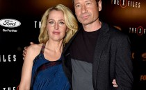 Actress Gillian Anderson (L) and actor David Duchovny arrive at the premiere of Fox's 'The X-Files' at the California Science Center on January 16, 2106 in Los Angeles, California.
