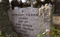 The grave of ''Lord of the Rings'' author J.R.R. Tolkien and his wife Edith December 15, 2001 at a cemetery in Oxford, England. The first movie of the trilogy based on the Tolkien novels will be released worldwide December 19, 2001.