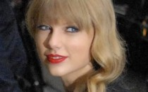 Taylor Swift endorsed two Democratic candidates in Tennessee over the weekend, and urged her young fans to register to vote for candidates that