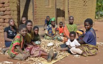 Smallholder Farmers In Malawi Peeling Peas (IMAGE)