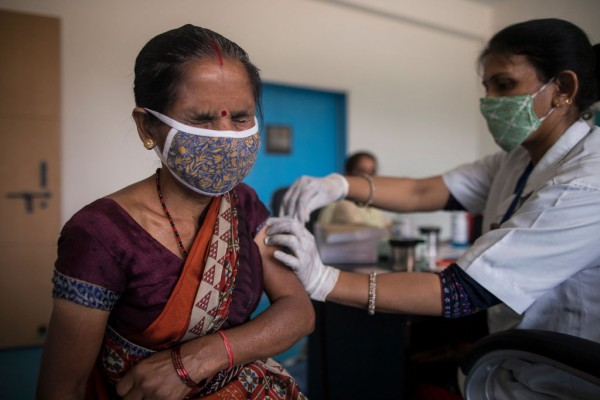 India records more than 300,000 covid infections in a single day