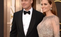 Actors Brad Pitt (L) and Angelina Jolie