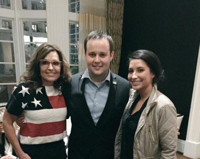Anna Duggar Suspected to Be Pregnant With 7th Child, Ignores Josh Duggar on Father's Day