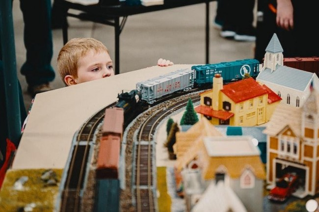 Why Model Train Sets Make Great Christmas Presents
