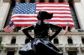 Fearless Girl statue outside of the New York