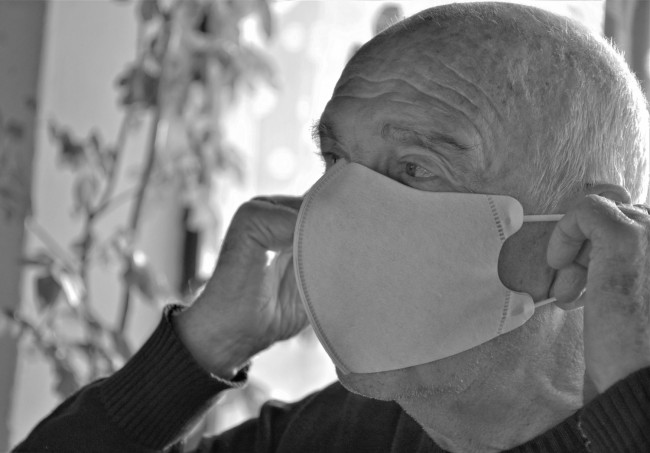 How Seniors Living Alone Can Protect Themselves During COVID