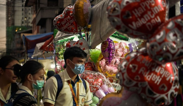 Filipinos Celebrate Valentines Day Desptie Fear of The Wuhan Covid-19
