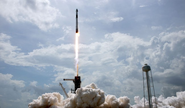 60 New SpaceX Starlink Satellites Aboard Into Orbit as Over 500,000 People Order Internet Service