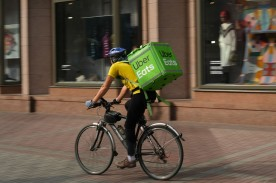 7 Best Food Delivery Services to Check Out and Compare With