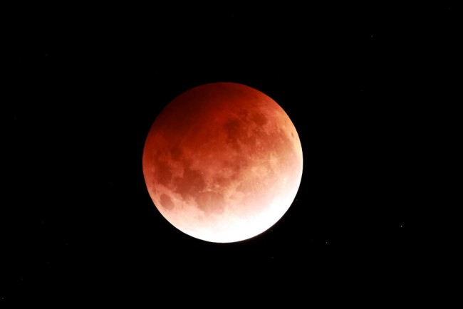 LOOK: World Dazzles with Stunning Blood Supermoon Through Photos, Videos Posted Online