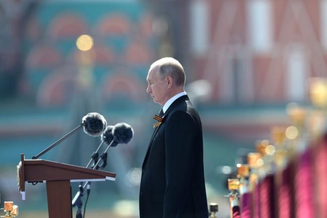 Vladimir Putin Mocks Joe Biden as a Common 'Career Politician' after He's Called a Killer, Says Donald Trump is a Far better President