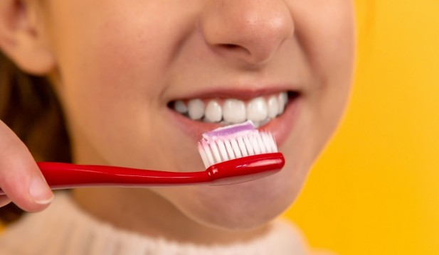 6 Effective Ways to Naturally Whiten Teeth at Home; Easy, Fast, and Guaranteed Techniques