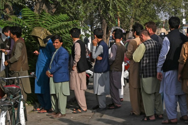 Afghanistan in Economic Disaster, Food Shortage; Locals Encounter Devastating Results Days After Taliban Takeover