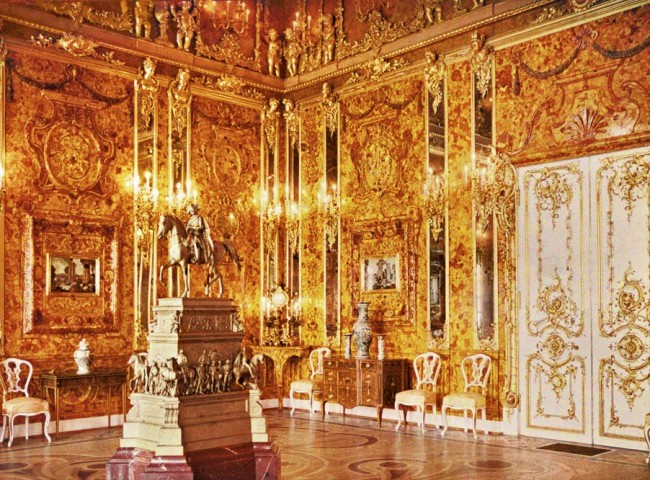 Divers Discover Sunk Warship With Treasures of the Amber Room Looted by Nazis in World War 2