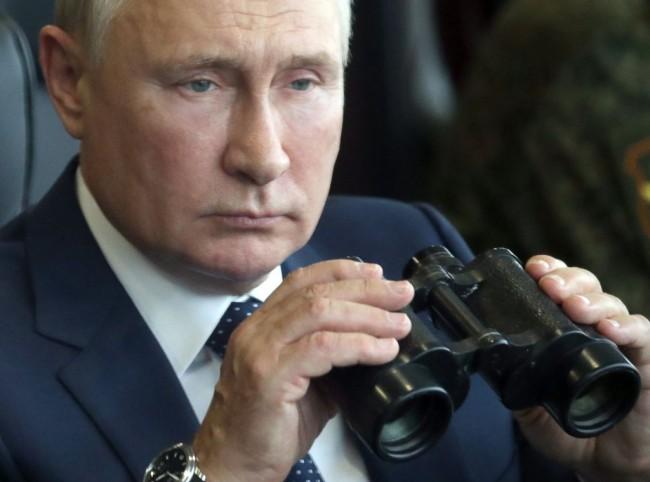 Vladimir Putin Oversees Vast War Games as Russia, Belarus Agree to Deepen Economic Ties; Huge Military Exercises Spark Concern in West