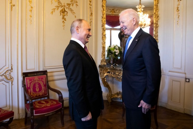 Vladimir Putin Criticizes Biden's Thrust in Syria Says that Washington Cannot Keep Troops Pokes at Failed US Foreign Policy