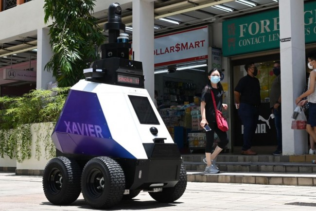 Singapore's New Robot Police are Causing Locals To Fear Big Brother is Watching Them